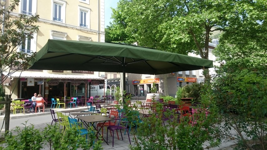 parasol pour terrasse de restaurant parasol. Black Bedroom Furniture Sets. Home Design Ideas